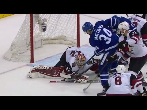 Maple Leafs almost score off a mad scramble but ring one off the iron instead