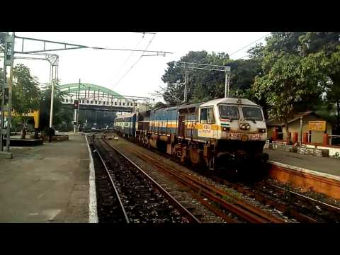 Mangalore Chennai Super fast Mail arriving at Kozhikode Railway station