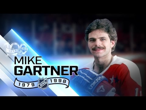 Mike Gartner had 17 seasons with 30-plus goals