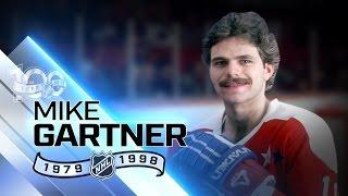 Mike Gartner had 17 seasons with 30-plus goals