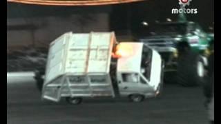 Garbage truck drifting in two wheels - سيارة قمامة تفحط على عجلين
