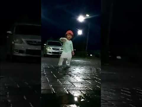 Toton sampai habis-lihat aksi anak kecil ini mendengar musik Matteo Panama