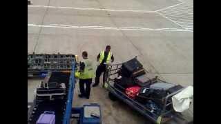 Для чего нужна упаковка багажа Часть 4(Упаковка багажа в аэропортах России. Безопасность Вашего багажа - это наша работа!!! www.packandfly.ru PACK&FLY предоста..., 2013-05-14T09:23:25.000Z)