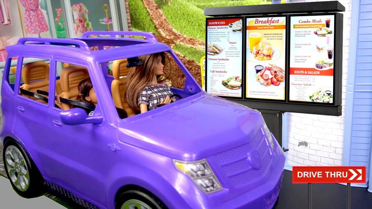 Jugando con Casa de Muñecas Barbie Drive-Thru y Salon de Belleza