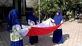 Download Video CARA MELIPAT BENDERA MERAH PUTIH MP3 3GP MP4