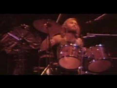 Genesis - Fly On A Windshield (Live)
