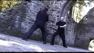 Урок по фехтованию на мечах.