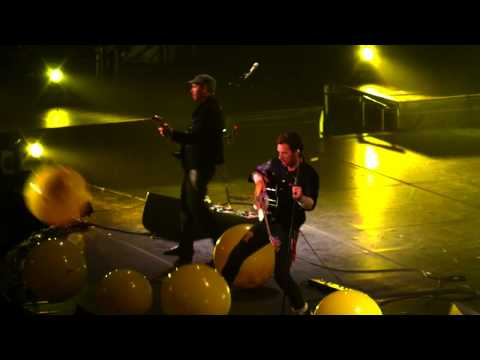 Coldplay - Yellow - Live In Melbourne (HD)
