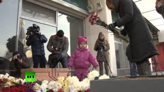 видео На улицы Города Москва вышли тысячи людей в память о Политковской