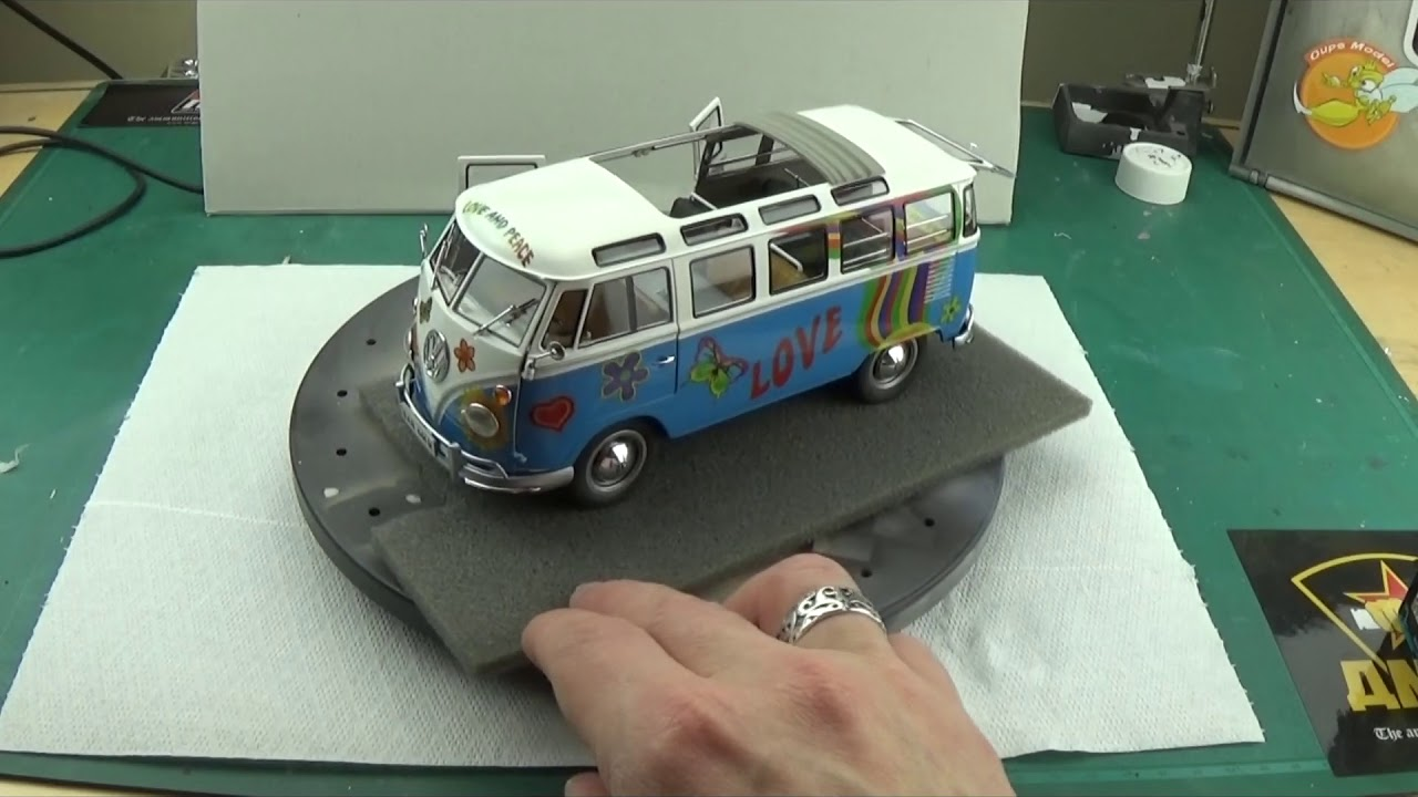 VW T1 Samba Bus 1:24 Revell Model Set