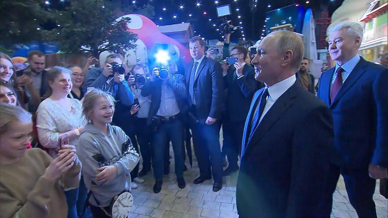 «Можно я вас обниму?»: Путин пообщался с детьми в парке «Остров мечты»