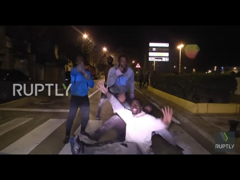 Spain: 300 refugees storm and scale Ceuta border fence