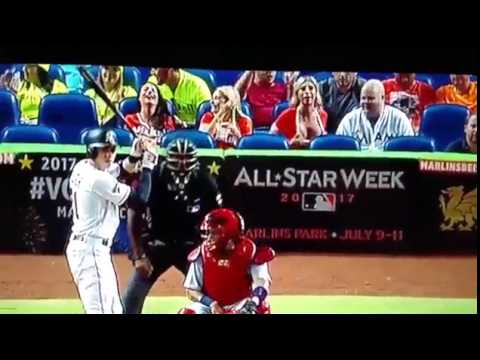 Miami Marlins Fan Flashes The Camera On Tv Daily Mail Online Youtube