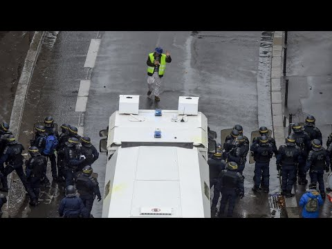 Overwhelmed by Yellow Vest protests, French police launch 'slow-down strike'