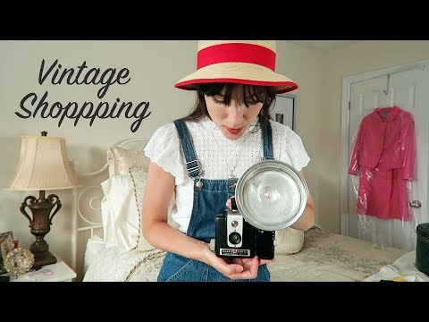 Antique Market Shopping Vlog  + Haul (Vintage Cameras!) | Carolina Pinglo