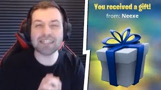 GRANTS YOUTUERS SKINS FOR FREE in Fortnite! * I was triced *