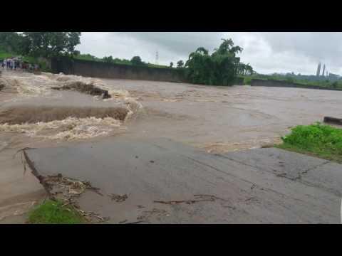 देखिये पतरातू जयनगर का वीडियो एक बाढ़ ने तोड़ दिया पूल....