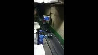 Как швыряют чемоданы и сумки в аэропорту(, 2017-03-15T14:40:04.000Z)