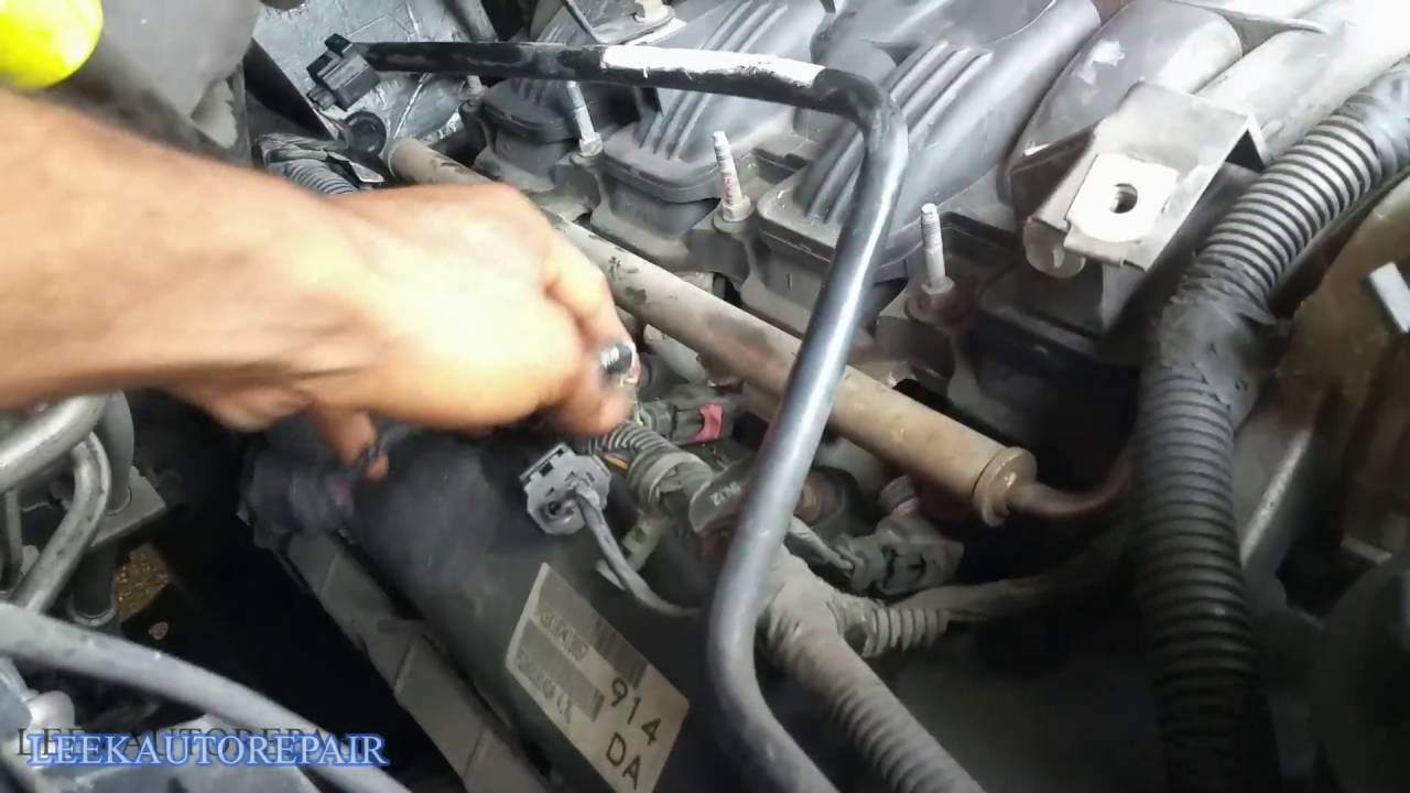 how to replace spark plugs 2003 2009 durango 4 7 v8 hd youtube dodge durango spark plug location get free image about wiring [ 1280 x 720 Pixel ]