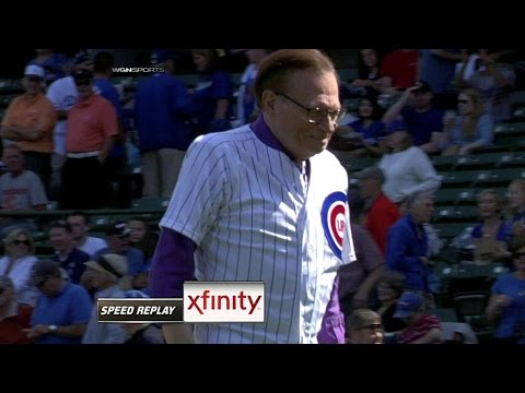 LAD@CHC: TV personality King throws out first pitch