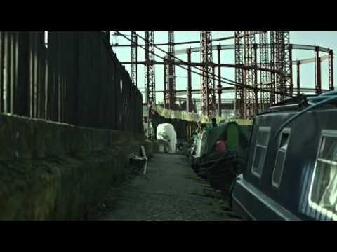 Radiohead et Jude Law se joignent à Greenpeace  un ours polaire sans abri