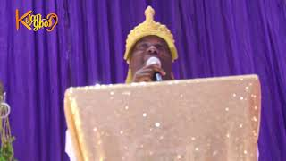 Ooni Of Ife gives a standing ovation to honour the Alaafin of …