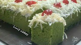 Bolu pandan kukus toping keju dengan pasta pandan suji asli...enak, lembut dan wangi sekali