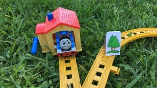 2 thomas and friends toy trains play sets roller rails thomas y sus amigos