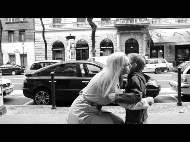 Plastikhead feat Gáspár Laci - A szeretet él