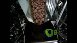 Фасовка корма для животных в готовые пакеты дой пак