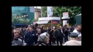 Документальное Видео Мариуполь 9 мая 2014 Штурм РОВД Крупный план(Документальное Видео Мариуполь 9 мая 2014 Штурм РОВД Крупный план 9 мая украинские силовики открыли стрельбу..., 2014-11-05T12:23:21.000Z)