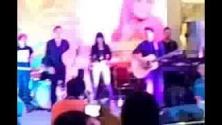 Fatin - Diamond at Mall Pekanbaru 10 Nov 2013 (RAME BANGEEET :D)