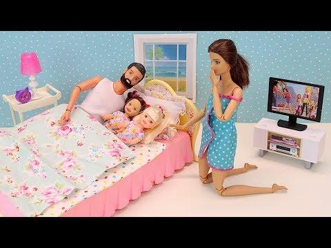 Ночной Сюрприз. Кто НАДУЛ в Кровать Родителей? Мультик с Куклами Мама #Барби Игрушки Для детей