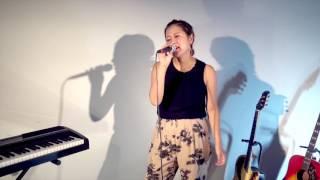 二時間だけのバカンス featuring 椎名林檎 / 宇多田ヒカル sing いろのはるか