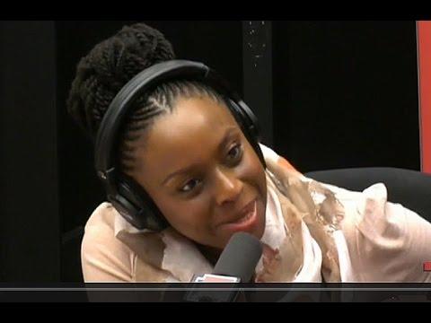 """""""Des petits riens qui entament l'estime de soi"""" : Chimamanda Ngozi Adichie sur le sexisme"""