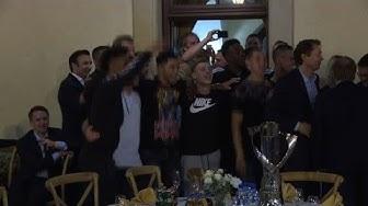 Pokal, Gesang und Polonaise: U21-Europameister feiert Triumph