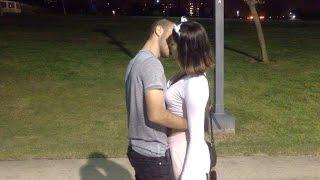 התערבות על נשיקה - kissing prank israel