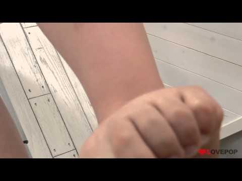 【4Kグラビア】松岡ちなちゃん! デニムスカートの美少女の足指運動【美肌】