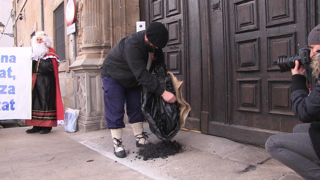Carbón para el Arzobispado por las inmatriculaciones - YouTube