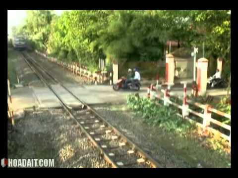 19.Đi an toàn với đường giao cắt với đường sắt