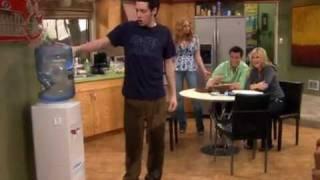 Эпизод из сериала Джоуи (Joey)