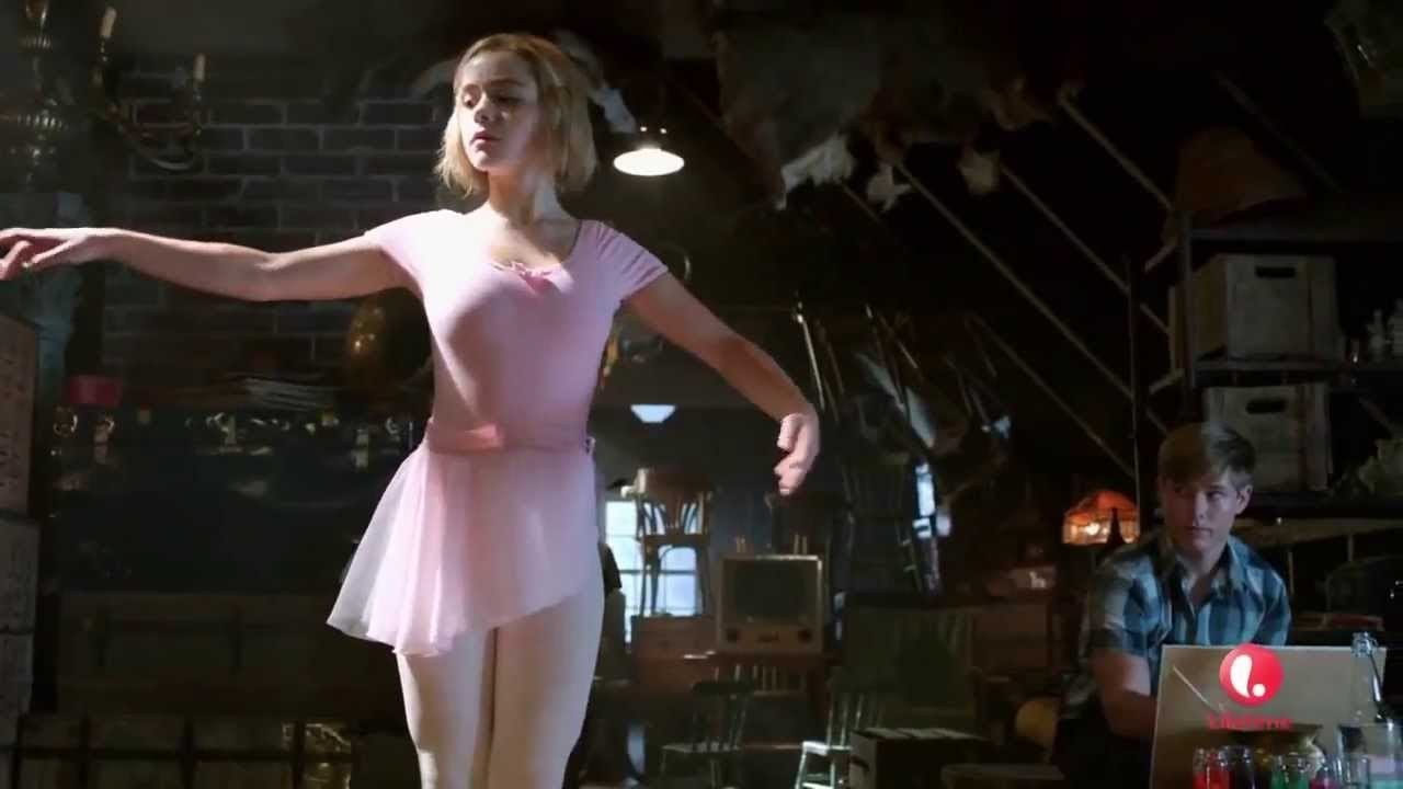Download Flowers in the Attic (2014) Hollywood Movie Explained In Hindi