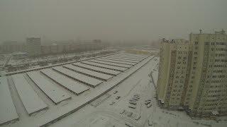 На город опустился снег