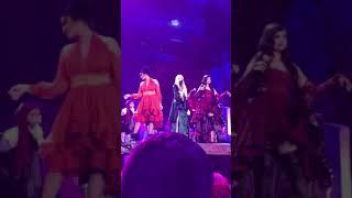 Dove Cameron, Sofía Carson y Jordin Sparks — Hocus Pocus