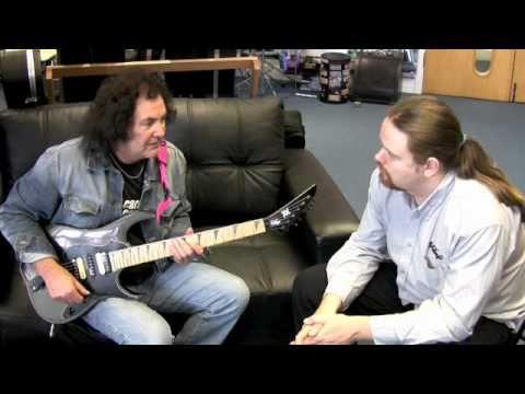 Graham Oliver - Classic Saxon Riffs on the Metal Axxe Raider VR2001 mp3