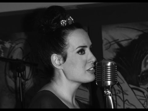 Noa Alvarez Jazz Latin singer with band London Surrey