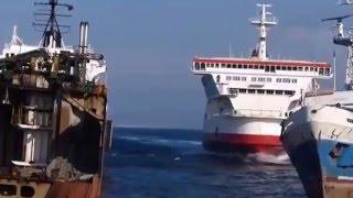 Как корабли уходят на утиль. Крушение судов. Вот это зрелище.