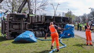 BERGING : Volvo FM vrachtwagen met container groenafval gekanteld 🚛👷🏻