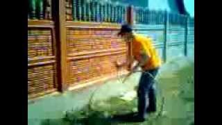 Покраска забора(сайт - http://okraska-profi.com.ua/pokraska-zabora-betonnogo-evrozabora/ Покраска заборов краскопультом. Покраска бетонных заборов быстр..., 2012-03-02T14:07:58.000Z)