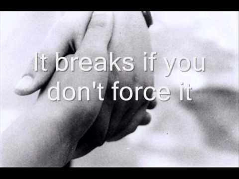 Editors-Munich (lyrics)